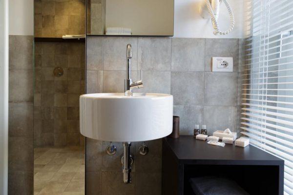 nene bellagio bathroom (FILEminimizer)