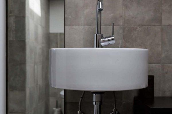 nene bellagio bathroom and mirror (FILEminimizer)