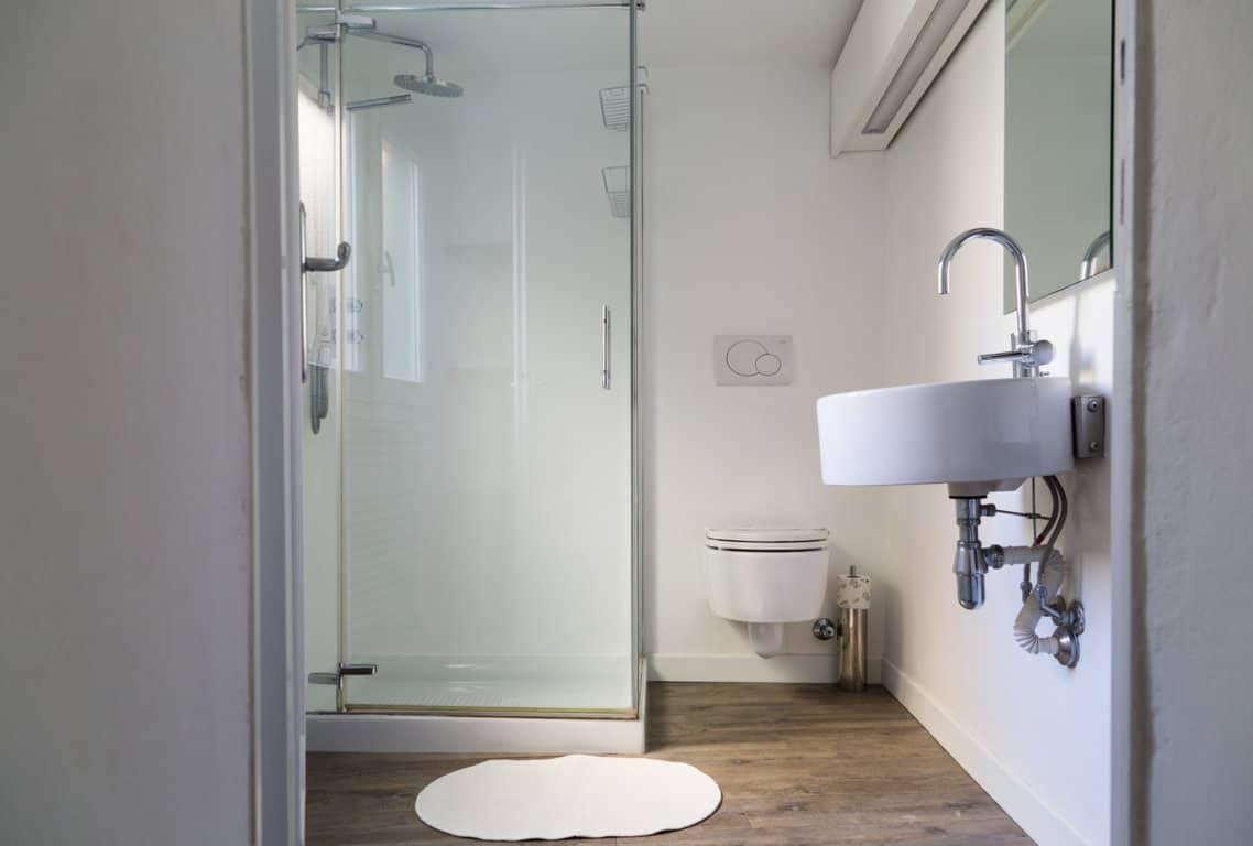 nene-bellagio-centra-bathroom